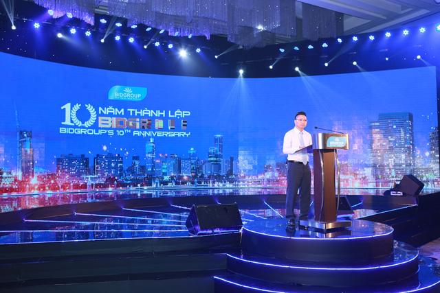 Lễ kỷ niệm là một trong những sự kiện mà Minh Vũ nhận tổ chức