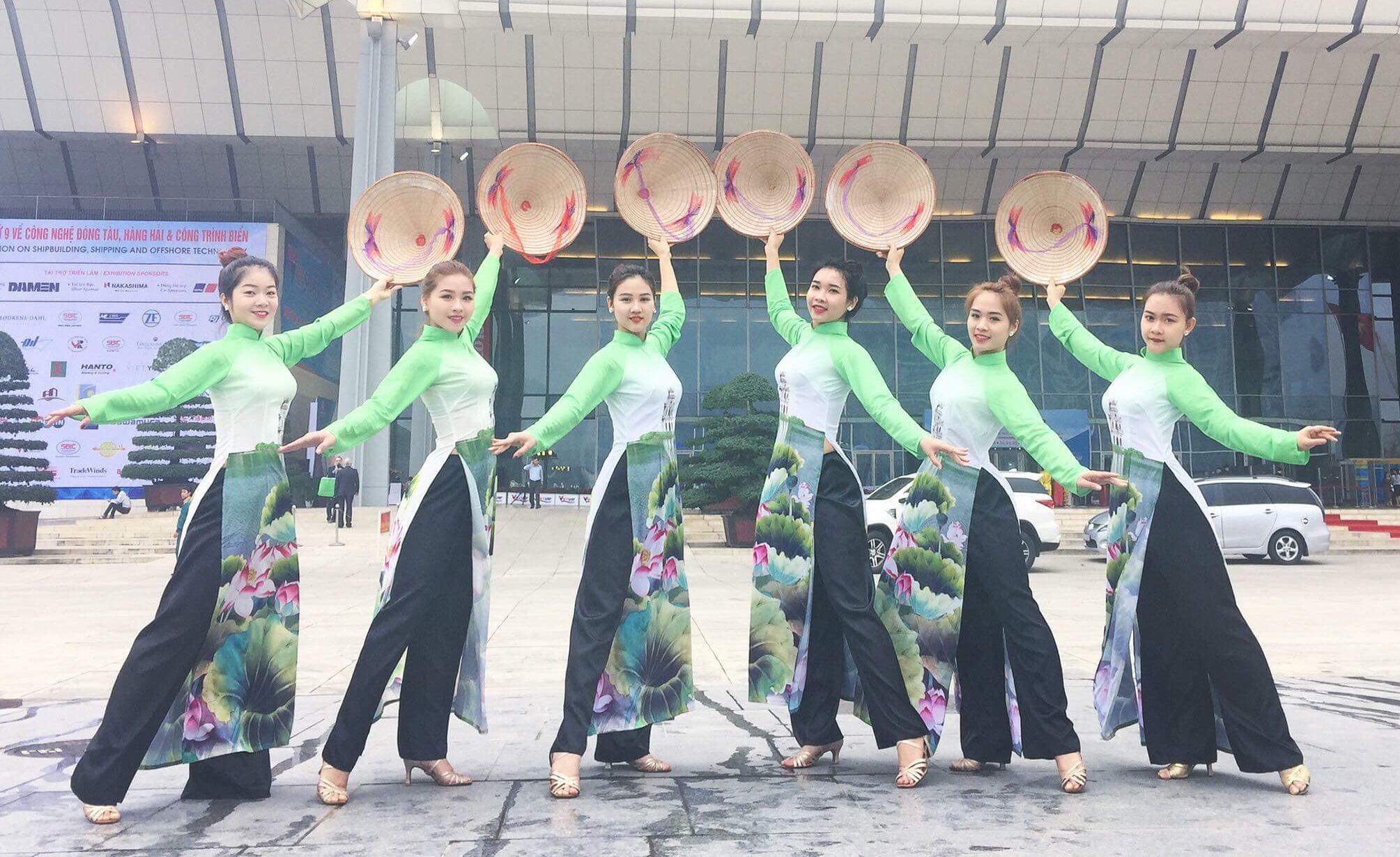 Cung cấp đội múa nón áo dài truyền thống thướt tha cả dân tộc Việt Nam