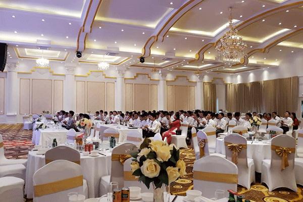 Tiệc liên hoan cuối năm của các công ty