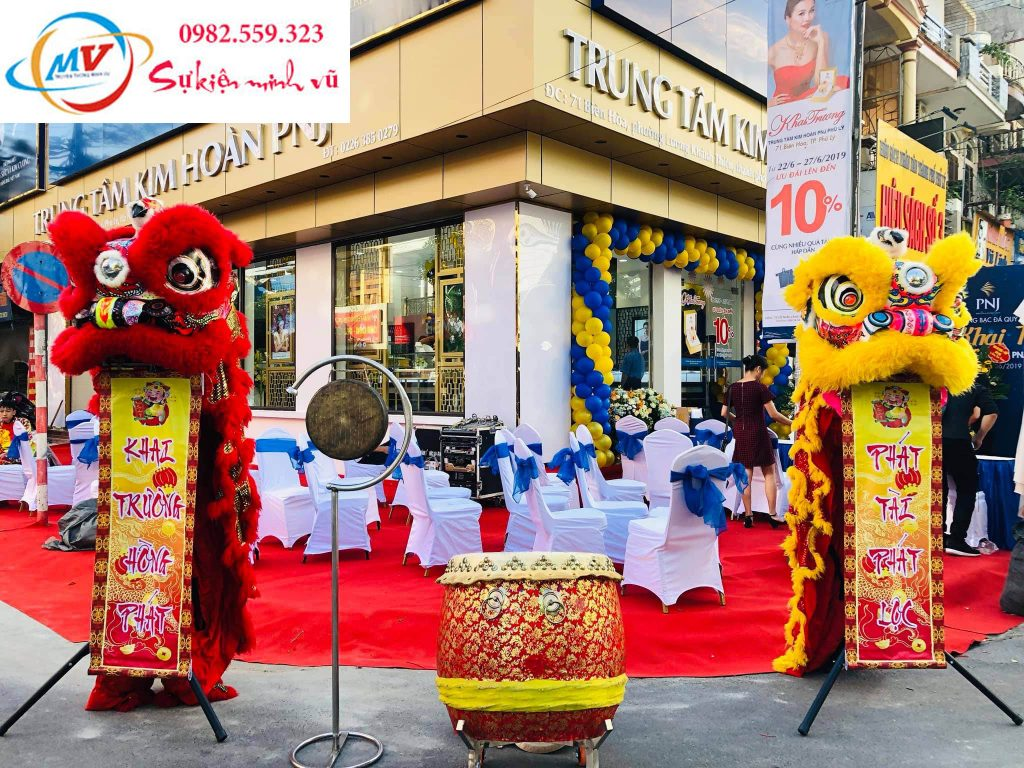 cung cấp bàn ghế lân rồng thảm đỏ backdrop phục vụ lễ khai chương trung tâm Kim Hoàng