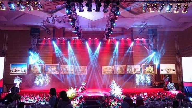 Sân khấu đẹp với hệ thống âm thanh ánh sáng chuyên nghiệp